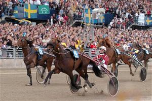 Olimede vinner 3-årseliten på Solvalla 29/5. Foto Petri Johansson Kanal 75